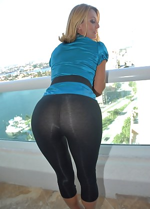 Hot Moms Yoga Pants Porn Pictures